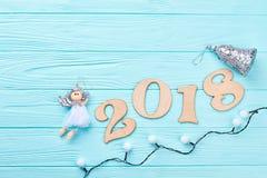 Blauer hölzerner Hintergrund des neuen Jahres 2018 Lizenzfreies Stockfoto