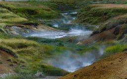 Blauer heißer Strom in Island Stockfotografie