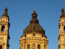 Blauer Himmel über der Kirche Stockfotografie