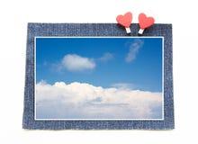 Blauer Himmel auf Blue Jeans-Konzept lizenzfreie stockfotografie