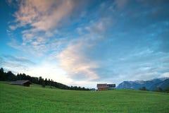 Blauer Himmel in den bayerischen Alpen Stockbilder