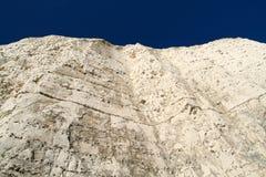 Blauer Himmel der weißen Klippe Stockfoto