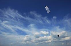 Blauer Himmel des Drachens Lizenzfreie Stockbilder