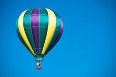 Blauer Himmel des Heißluft-Ballons Lizenzfreie Stockfotos