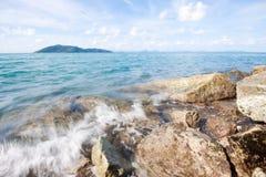 Blauer Himmel des Seestrandes Lizenzfreie Stockfotografie