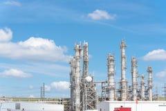 Blauer Himmel Erdölraffineriespalten-UNO-äh Wolke in Pasadena, Texas, USA stockbilder