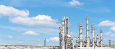 Blauer Himmel Erdölraffineriespalten-UNO-äh Wolke in Pasadena, Texas, USA stockbild