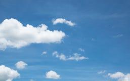Blauer Himmel für Designhintergrund Stockfotos
