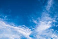 Blauer Himmel im Sommer Stockbilder