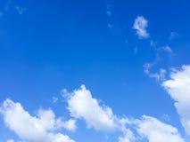 Blauer Himmel im Sommer Stockfotos
