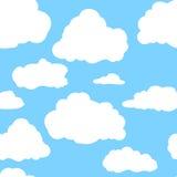 Blauer Himmel mit weißen Wolken Hand gezeichnetes nahtloses Muster Vektorillustration in der Karikaturart stockfoto