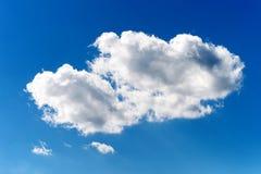 Blauer Himmel mit weißer Wolke Lizenzfreies Stockfoto