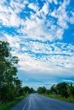 Blauer Himmel mit Wolke Stockbild