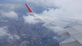 Blauer Himmel mit Wolken Flugzeug im Himmel Lizenzfreie Stockfotografie