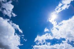 Blauer Himmel mit Wolken nave Lizenzfreie Stockbilder