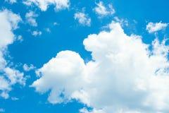 Blauer Himmel mit Wolken nave Lizenzfreies Stockbild