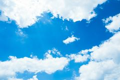 Blauer Himmel mit Wolken nave Lizenzfreie Stockfotografie