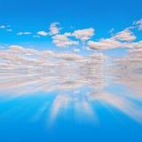 Blauer Himmel reflextion lizenzfreie stockfotos