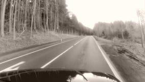 Blauer Himmel und Auto stock footage