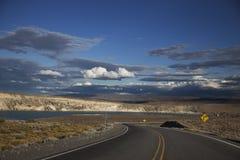 Blauer Himmel und Auto Stockfotografie