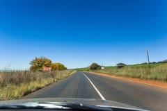 Blauer Himmel und Auto Lizenzfreies Stockbild