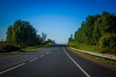 Blauer Himmel und Auto Lizenzfreie Stockfotografie