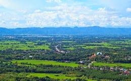 Blauer Himmel und Berge Lizenzfreie Stockfotos