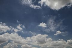 Blauer Himmel und clounds Lizenzfreie Stockfotos