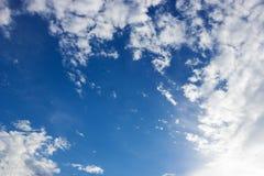 Blauer Himmel und cloundy Lizenzfreie Stockfotografie