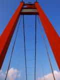 Blauer Himmel und Drawbridge lizenzfreies stockbild