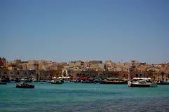 Blauer Himmel und klares Wasser in Malta Lizenzfreie Stockbilder