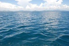 Blauer Himmel und Meer Stockbild
