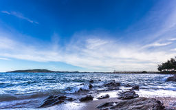 Blauer Himmel und Meer, schöne Landschaft, guten Rutsch ins Neue Jahr 2017 Stockbilder