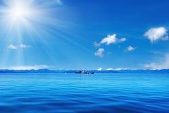 Blauer Himmel und Ozean Lizenzfreie Stockbilder