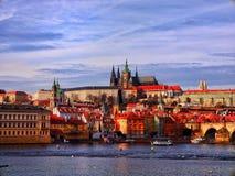 Blauer Himmel und schönes Schloss Stockfotografie