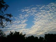 Blauer Himmel und weiße Wolke Stockbilder