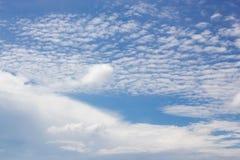 Blauer Himmel und Wolke Stockbilder