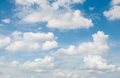 Blauer Himmel und Wolke Lizenzfreies Stockfoto