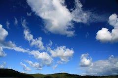 Blauer Himmel und Wolken Stockfotografie