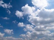 Blauer Himmel und Wolken Lizenzfreie Stockfotografie