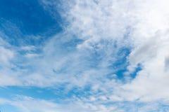 Blauer Himmel und Wolken, Stockfotografie