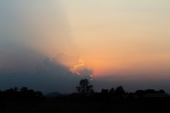 Blauer Himmel und Wolken ruhiger Himmel und Wolke am Tag des guten Wetters Lizenzfreie Stockbilder