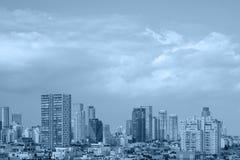 Blauer Hintergrund der modernen Stadt lizenzfreie stockfotos