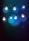 Blauer Hintergrund mit Glühlampen Stockbild