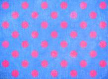 Blauer Hintergrund mit rosafarbenen Punkten Stockfotografie