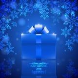 Blauer Hintergrund mit Schneeflocken und Geschenk Stockbild