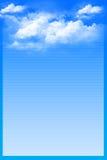 Blauer Hintergrund mit weißen Wolken Lizenzfreie Stockfotografie