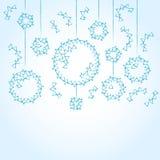 Blauer Hintergrund mit Weihnachtsbällen Stockbild