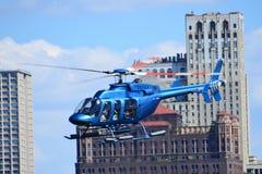 Blauer Hubschrauber Stockfoto