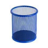 Blauer Korb für Stifte und Bleistifte auf dem weißen Hintergrund Stockfoto